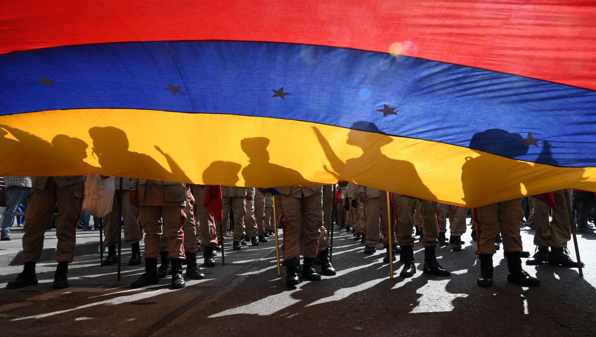 Miembros de la milicia bolivariana asisten a una marcha en apoyo al presidente venezolano Nicolás Maduro. Caracas, 14 de enero de 2020 - Sputnik Mundo, 1920, 27.11.2020