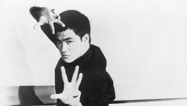 Bruce Lee, maestro de artes marciales estadounidense  - Sputnik Mundo