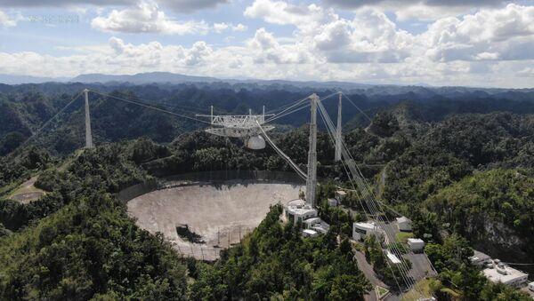 Una imagen aérea del Observatorio de Arecibo en Puerto Rico - Sputnik Mundo
