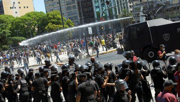 Disturbios en el velorio de Diego Maradona - Sputnik Mundo