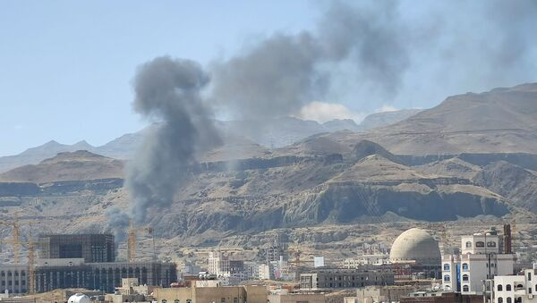 Un ataque de Arabia Saudí en Saná, Yemen - Sputnik Mundo