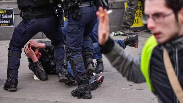 Una protesta de los 'chalecos amarillos' en París, foto de archivo - Sputnik Mundo