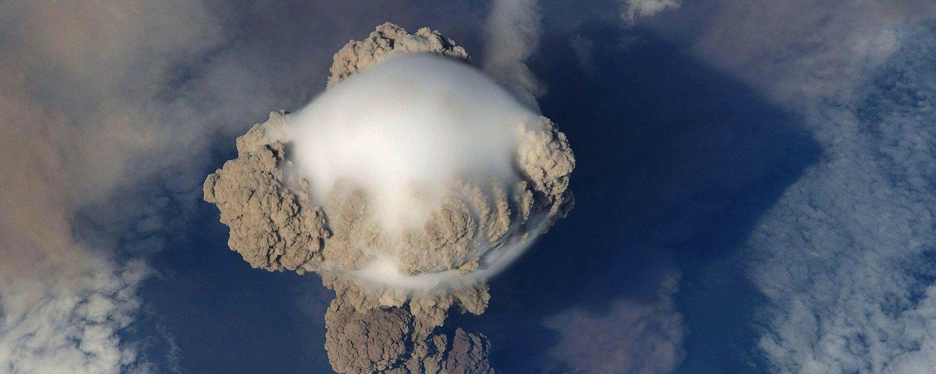 Erupción de un volcán (imagen referencial) - Sputnik Mundo, 1920, 26.05.2021