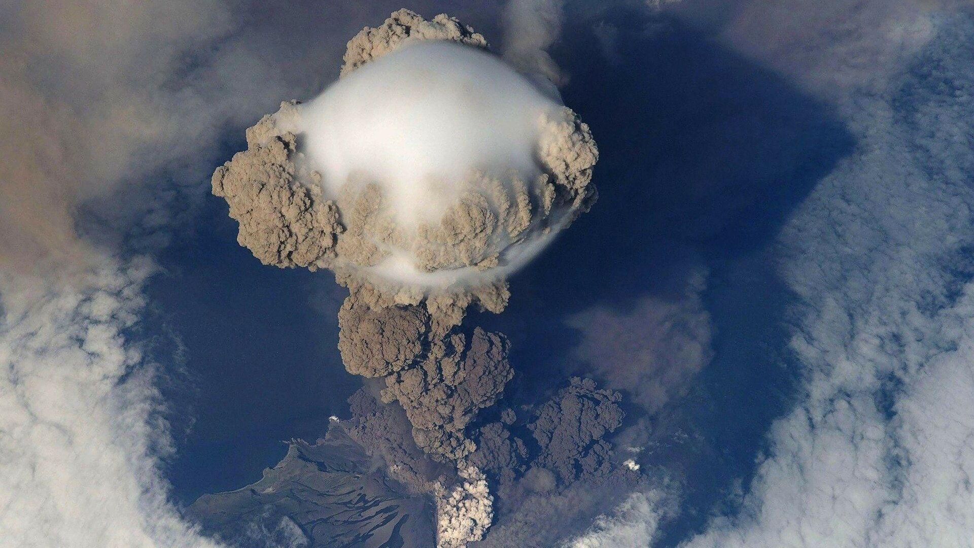 Erupción de un volcán (imagen referencial) - Sputnik Mundo, 1920, 14.05.2021