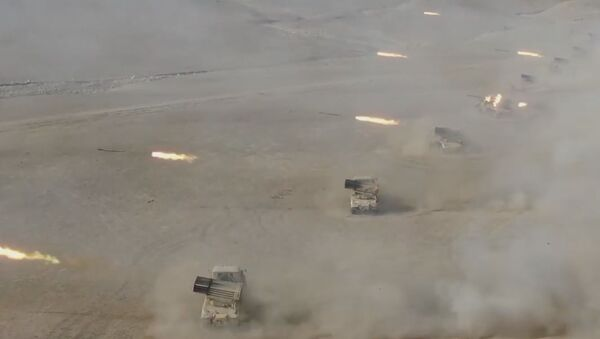 Huracán de artillería y carrusel de helicópteros: Rusia y Tayikistán realizan maniobras conjuntas - Sputnik Mundo
