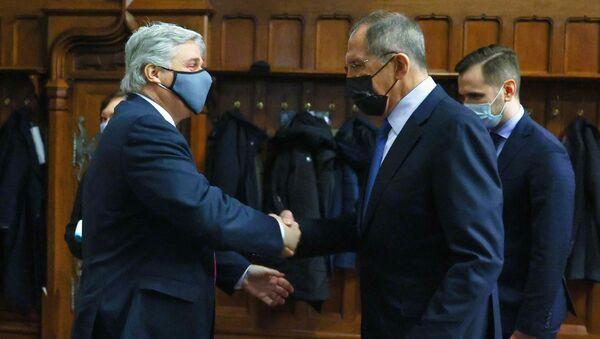 El ministro de Exteriores ruso, Serguéi Lavrov y el canciller uruguayo, Francisco Bustillo - Sputnik Mundo
