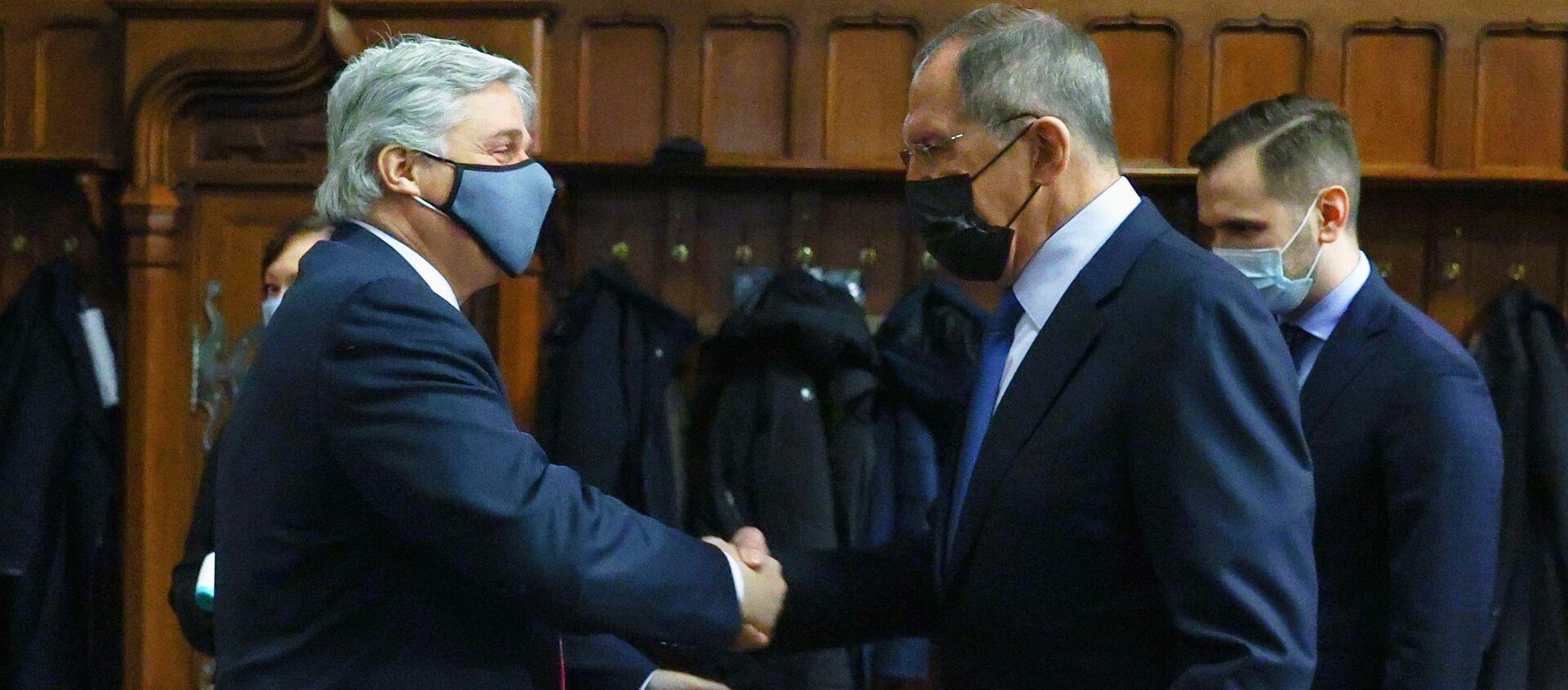 El ministro de Exteriores ruso, Serguéi Lavrov y el canciller uruguayo, Francisco Bustillo - Sputnik Mundo, 1920, 01.12.2020