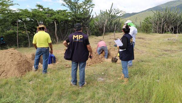 Exhumación en un cementerio en Guatemala - Sputnik Mundo