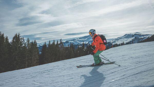 Un esquiador (imagen referencial) - Sputnik Mundo