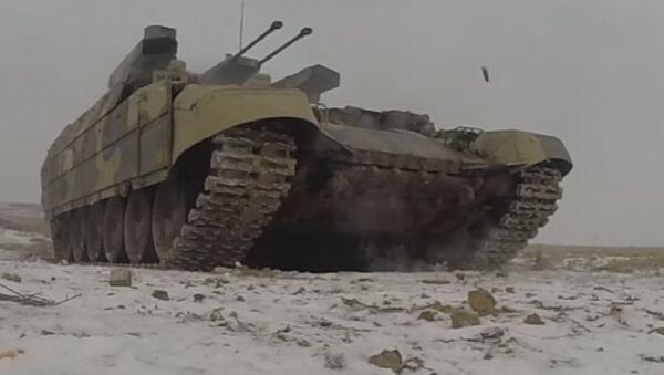 Los militares rusos ponen a prueba los nuevos vehículos de combate Terminator - Sputnik Mundo