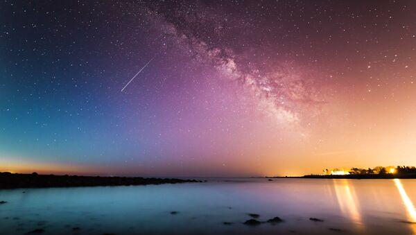 El cielo nocturno (imagen referencial) - Sputnik Mundo