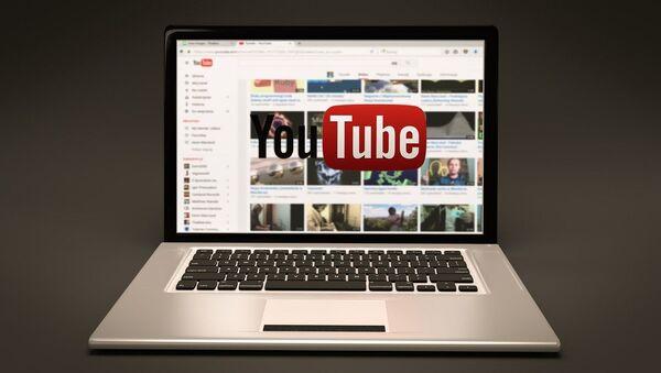 Computadora con YouTube - Sputnik Mundo