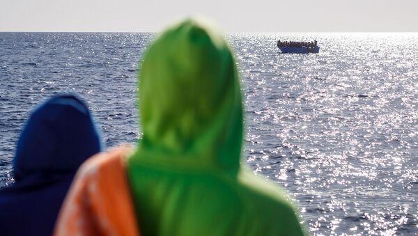 Migrantes en el barco español de rescate Aita Mari - Sputnik Mundo