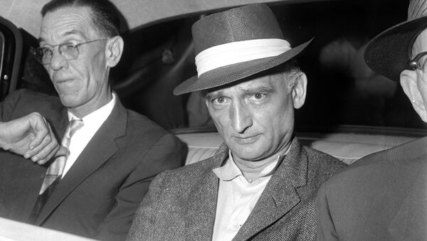 El agente soviético Rudolf Abel (centro) - Sputnik Mundo