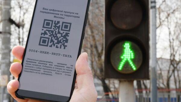 Código QR, utilizado para el desplazamiento por Moscú durante el confinamiento - Sputnik Mundo