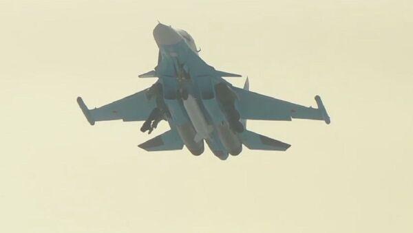Rusia se arma con el modernizado cazabombardero Su-34 - Sputnik Mundo