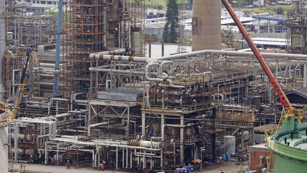 Refinería de petróleo Engen en Sudáfrica - Sputnik Mundo