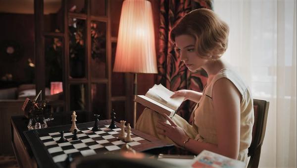 Un fotograma de 'Gambito de dama', la serie de Netflix - Sputnik Mundo