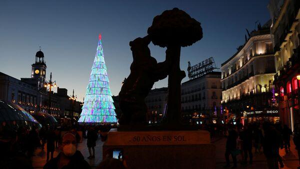 La Puerta del Sol en Madrid en vísperas de la Navidad - Sputnik Mundo