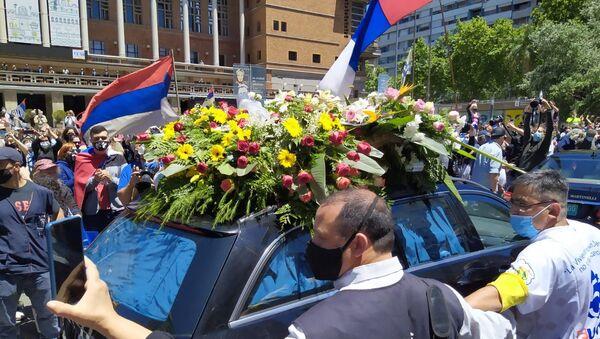Coche con los restos del expresidente uruguayo Tabaré Vázquez durante el cortejo fúnebre - Sputnik Mundo