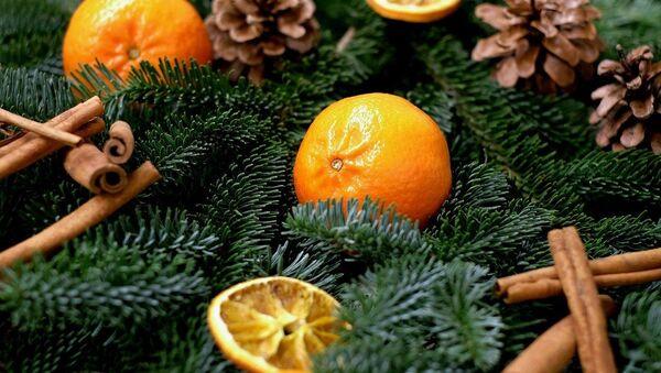 Unas mandarinas en un ambiente festivo - Sputnik Mundo