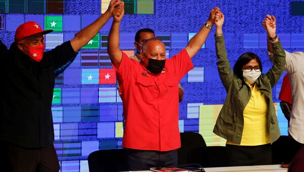 Jorge Rodríguez, Diosdado Cabello y Delcy Rodríguez celebran los resultados de las elecciones parlamentarias en Venezuela - Sputnik Mundo