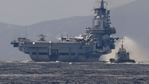 El primer portaviones de China Liaoning - Sputnik Mundo