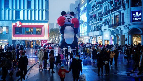 Gente en las calles de Wuhan, China (diciembre de 2020) - Sputnik Mundo