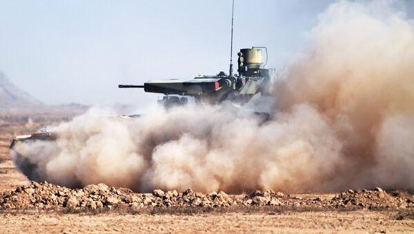 El vehículo de apoyo de tanques ruso Terminator durante los ejercicios Kavkaz 2020 - Sputnik Mundo
