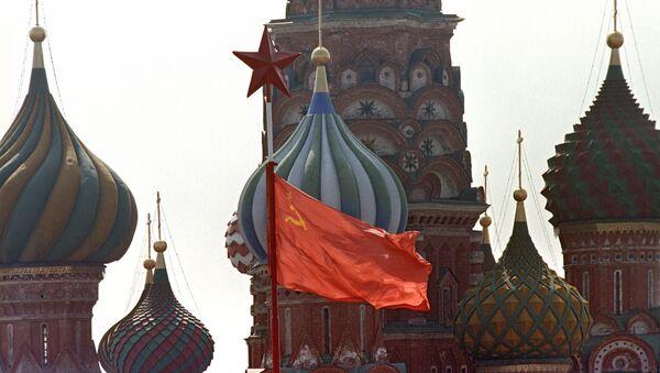 La bandera de la URSS en la Plaza Roja - Sputnik Mundo