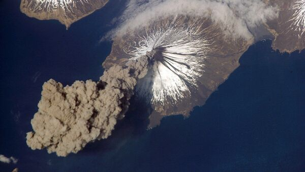 Actividad en el volcán Cleveland, Islas Aleutianas, Alaska - Sputnik Mundo