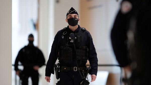 Un agente de la Policía francesa - Sputnik Mundo