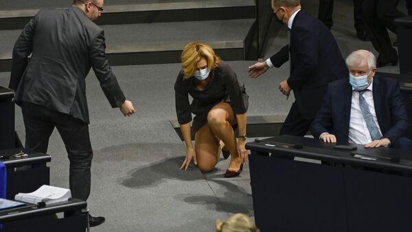 Julia Klockner, ministra de Agricultura y Alimentación de Alemania tras el momento de la caída - Sputnik Mundo