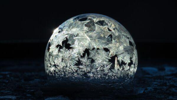 Una pompa de jabón congelada - Sputnik Mundo