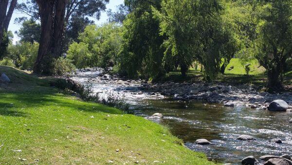 Río Tomebamba, que cruza la ciudad ecuatoriana de Cuenca de occidente a oriente - Sputnik Mundo