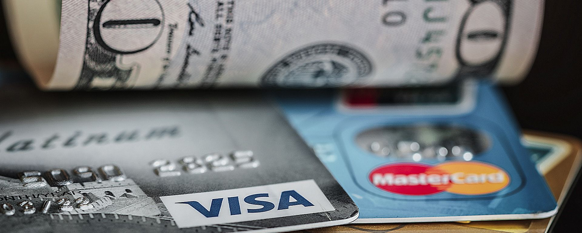 Unas tarjetas de crédito y unos dólares - Sputnik Mundo, 1920, 11.12.2020