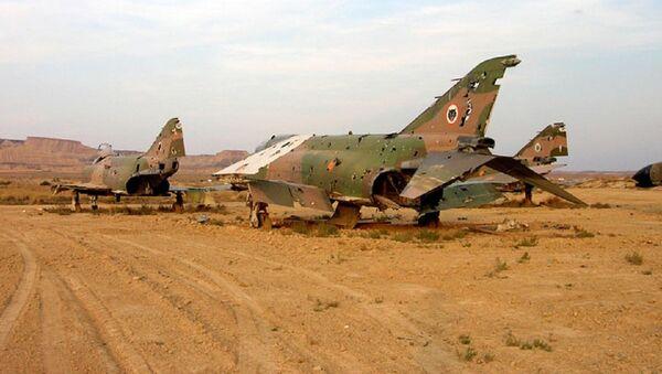 Varios aviones Phantom del ejército en el acuartelamiento aéreo de las Bardenas Reales, en Navarra - Sputnik Mundo