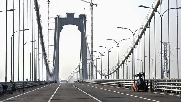 El puente colgante chino Wufengshan Yangtze River Bridge - Sputnik Mundo