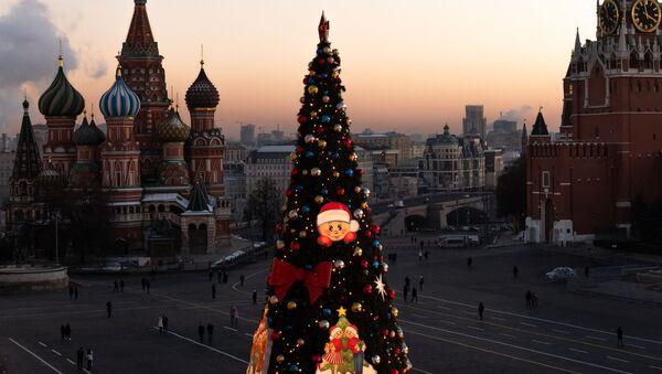 Un árbol de Navidad en la Plaza Roja de Moscú, Rusia - Sputnik Mundo