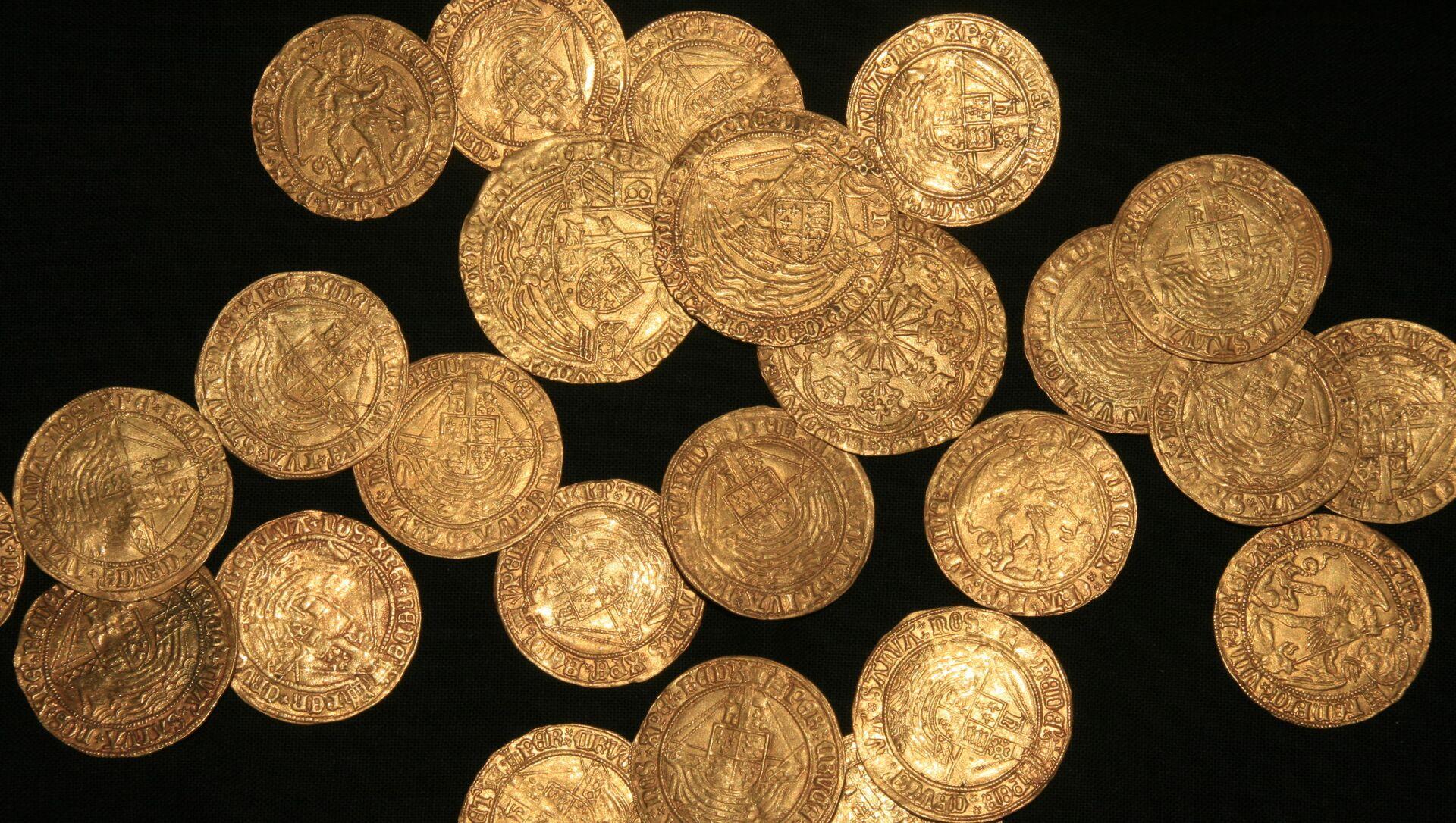 Unas monedas de oro de la época de la dinastía Tudor encontradas en un jardín en Inglaterra - Sputnik Mundo, 1920, 12.12.2020