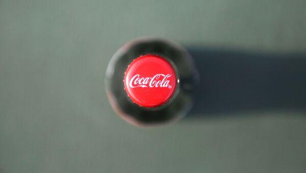 Una botella de Coca-Cola - Sputnik Mundo