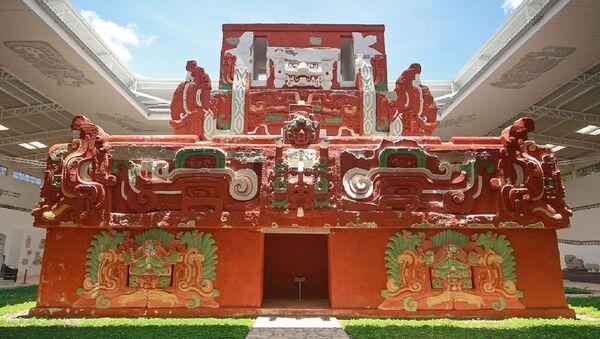 Reproducción del templo maya Rosalila en Honduras - Sputnik Mundo