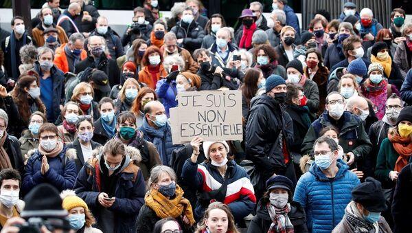 El sector del ocio sale a las calles de París para rechazar las medidas anti-COVID el 15 de diciembre - Sputnik Mundo
