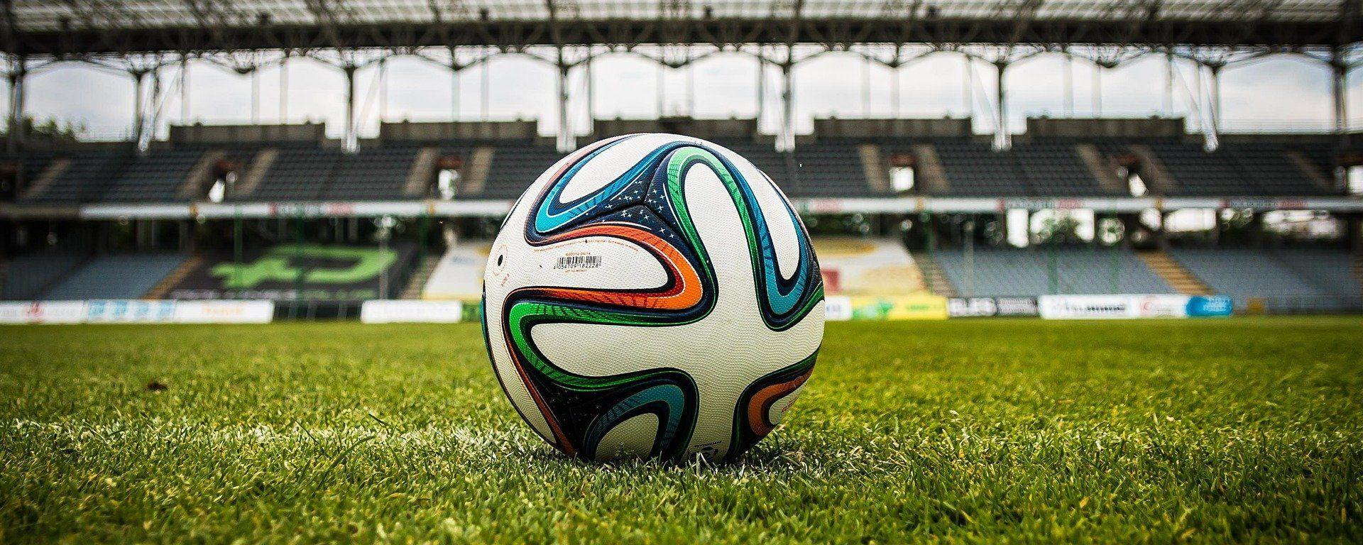 Balón de fútbol en un estadio (referencial) - Sputnik Mundo, 1920, 12.05.2021