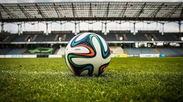 Balón de fútbol en un estadio (referencial) - Sputnik Mundo