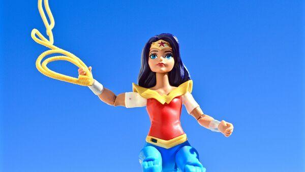 Muñeca de Wonder Woman - Sputnik Mundo