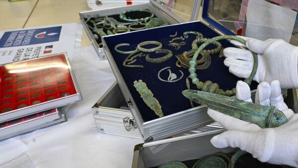 La confiscación de los objetos arqueológicos robados por un francés que residía en Bélgica - Sputnik Mundo