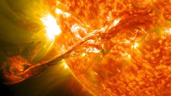 Eyección de masa coronal en el Sol (imagen referencial) - Sputnik Mundo
