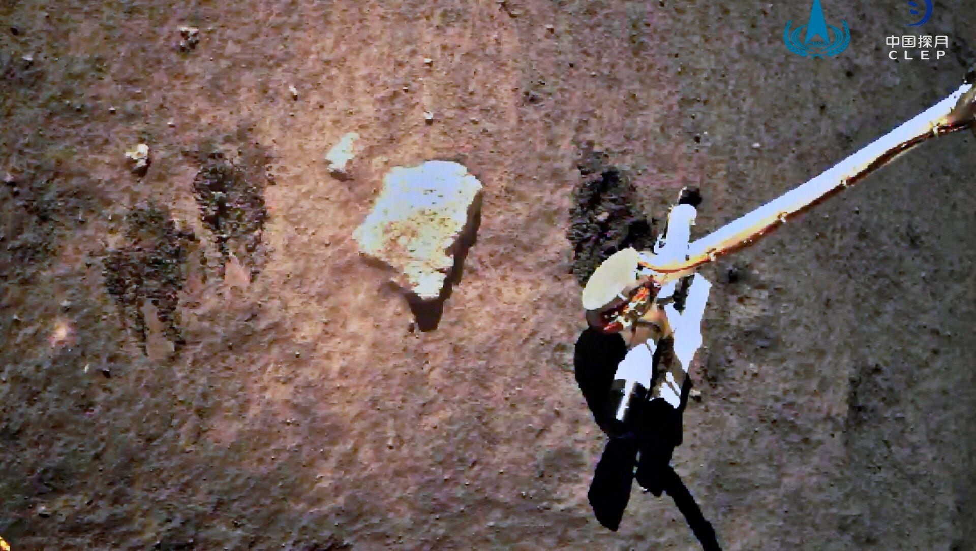 La sonda espacial Chang'e-5 de China recolecta muestras lunares - Sputnik Mundo, 1920, 16.12.2020