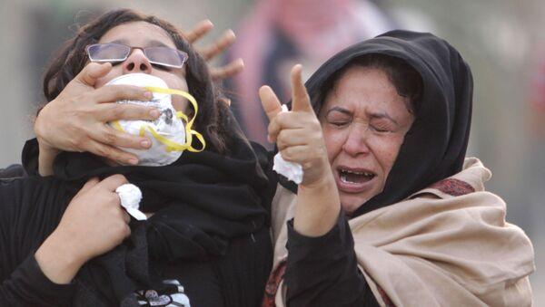 Пострадавшие от слезоточивого газа участницы антиправительственного протеста в деревне Абу-Вайба в Бахрейне, 2011 год - Sputnik Mundo